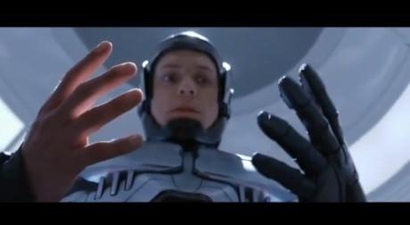 Robocop 2014 - Mani