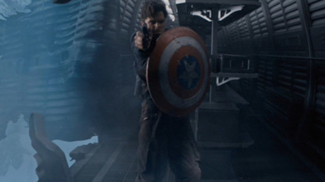 Captain America - Il Primo Vendicatore - Bucky con lo scudo di Cap