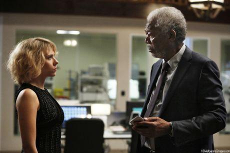 Lucy - Scarlett Johansson e Morgan Freeman