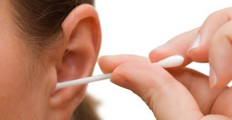 Pulirsi le orecchie